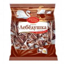 Конфеты шоколадные Лебедушка с начинкой мягкий ирис 250 г.